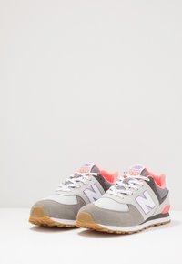 New Balance - PC574SOC - Baskets basses - grey/pink - 2