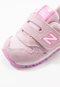 New Balance - IV373SP - Sneakersy niskie - cherry blossom - 2