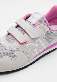 New Balance - YV500RI - Baskets basses - grey/pink - 5