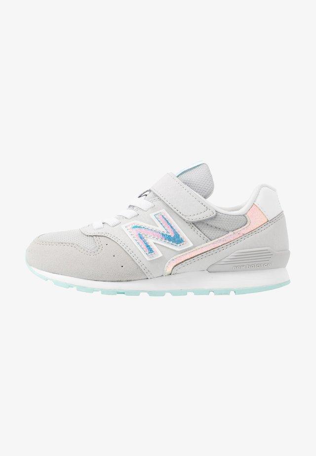 YV996HGY - Sneaker low - grey