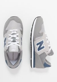New Balance - YC373KG - Sneakersy niskie - grey/navy - 0