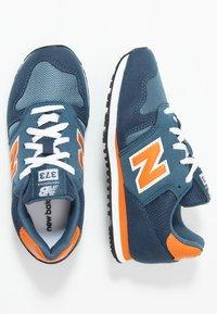 New Balance - YC373KG - Zapatillas - navy/orange - 0