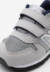 New Balance - IV500RG - Sneakersy niskie - grey/navy - 5
