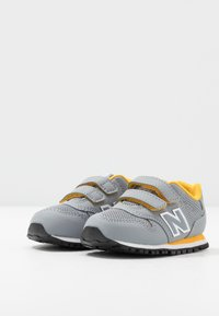 New Balance - IV500RG - Sneakers laag - grey/yellow - 3