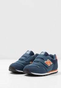 New Balance - IV373KN - Tenisky - navy/orange - 3
