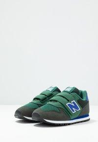 New Balance - YV373KE - Baskets basses - navy/green - 3