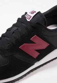 New Balance - U420 - Sneakers - black/red - 5