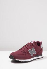 New Balance - GM500 - Sneakers - burgundy - 2