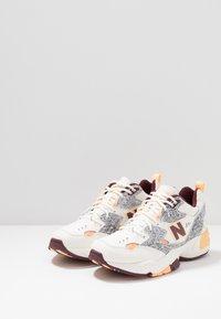 New Balance - MX608 - Sneakers - white - 2