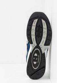 New Balance - ML615 - Tenisky - white/blue - 5