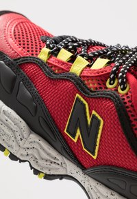 New Balance - ML801 - Sneakers - red/black - 5
