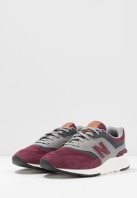 New Balance - CM997 - Trainers - red/navy - 2