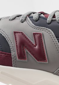 New Balance - CM997 - Trainers - red/navy - 6
