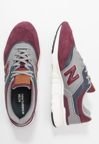 New Balance - CM997 - Trainers - red/navy - 1