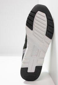 New Balance - CM997 - Sneakers - green/yellow - 4