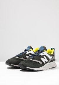 New Balance - CM997 - Sneakers - green/yellow - 2