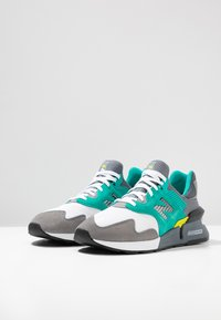 New Balance - MS997 - Sneakers - grey/green - 2
