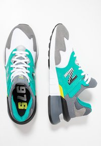New Balance - MS997 - Sneakers - grey/green - 1