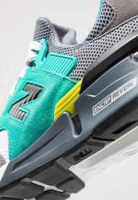 New Balance - MS997 - Sneakers - grey/green - 5
