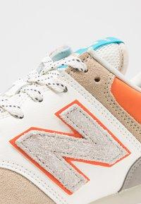 New Balance - ML574 - Sneakers - tan - 5