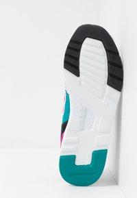 New Balance - CM997 - Sneakers - grey - 4