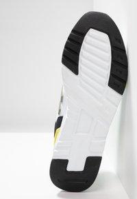 New Balance - CM997 - Sneakers - green/white - 4