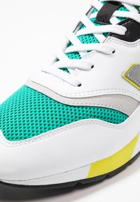 New Balance - CM997 - Sneakers - green/white - 5