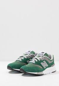 New Balance - CM997 - Sneakers - green - 2