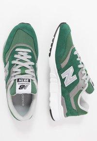 New Balance - CM997 - Sneakers - green - 1