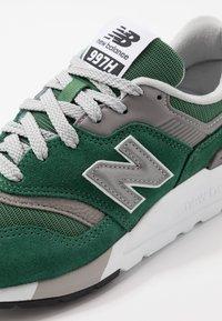 New Balance - CM997 - Sneakers - green - 5