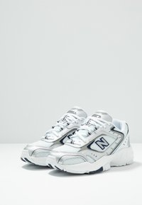 New Balance - WX452 - Baskets basses - silver/navy - 3