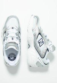 New Balance - WX452 - Baskets basses - silver/navy - 2