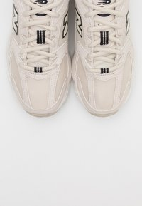 New Balance - MR530 - Trainers - offwhite - 4