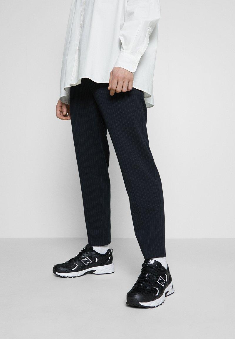 New Balance - 530 - Matalavartiset tennarit - black