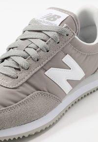 New Balance - 720 - Baskets basses - grey/white - 5