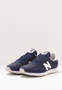 New Balance - 720 - Baskets basses - navy/white - 2