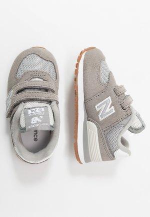 IV574SPU - Sneakersy niskie - grey