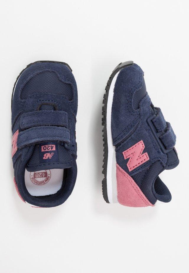IV420YY - Tenisky - navy/pink