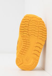 New Balance - IV500CG - Sneakers basse - team gold - 5