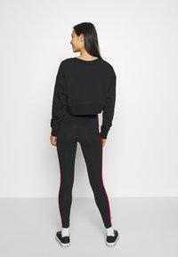 New Balance - ATHLETICS PIPING  - Leggings - Trousers - black - 2