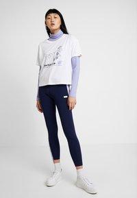 New Balance - ATHLETICS ARCHIVE THROWBACK - T-shirt med print - white - 1