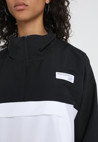 New Balance - ATHLETICS  - Windbreakers - black