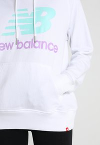 New Balance - ESSENTIALS HOODIE - Bluza z kapturem - white - 5