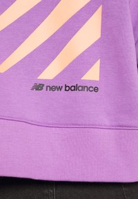New Balance - Bluza z kapturem - neoviolt - 5