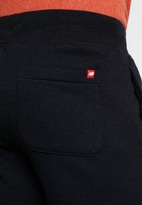 New Balance - ESSENTIALS STACKED LOGO - Pantalon de survêtement - black - 5