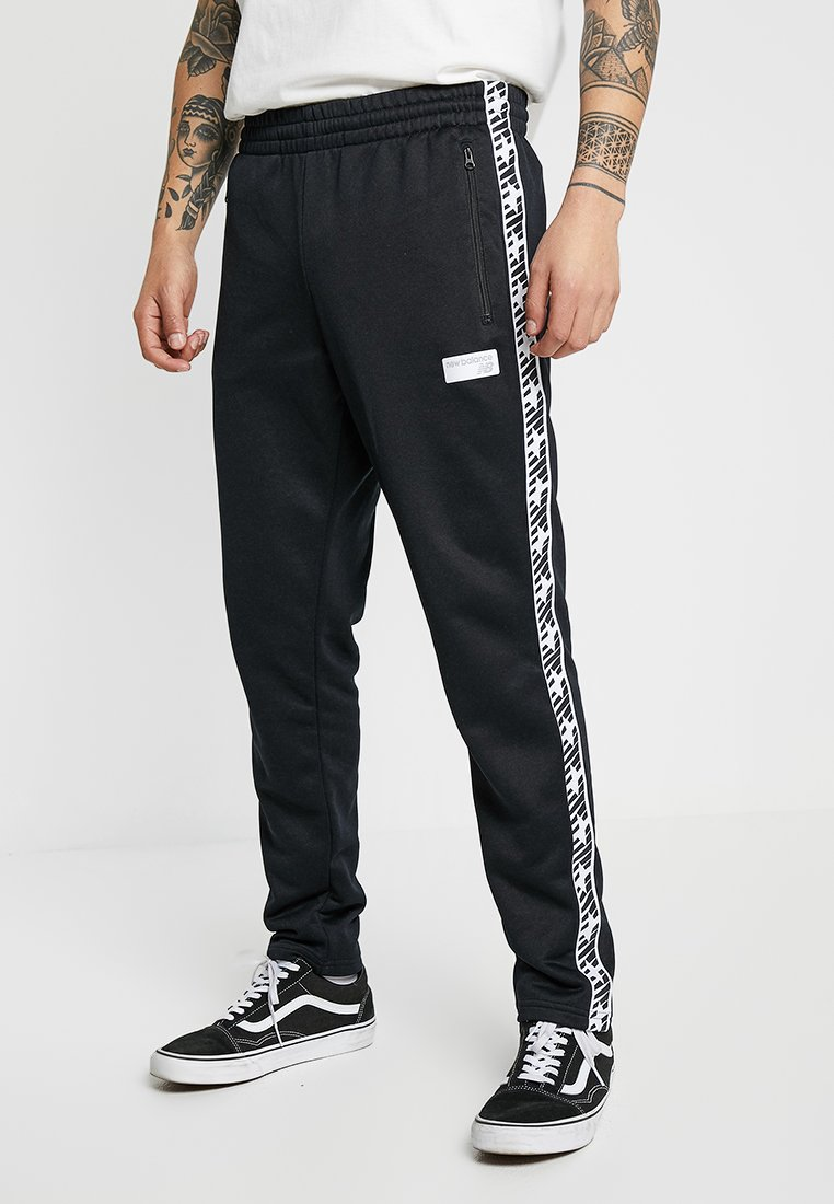New Balance - ATHLETICS CLASSIC TRACK PANT - Træningsbukser - black
