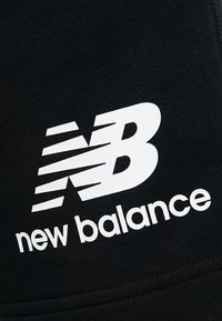 New Balance - ESSENTIALS STACKED LOGO - Shorts - black - 5