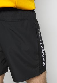 New Balance - NB ATHLETICS WIND SHORT - Short - black - 5