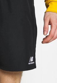 New Balance - NB ATHLETICS WIND SHORT - Short - black - 3