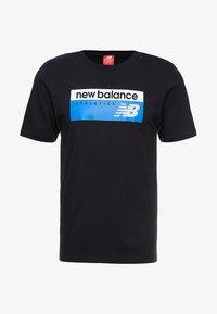 New Balance - ATHLETICS BANNER - T-shirt med print - black - 4